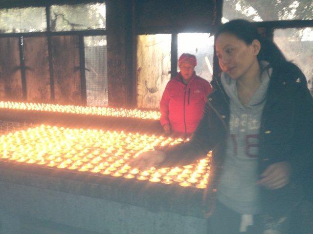 lamp_offering_Bodhgaya_2012-s